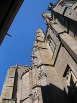 tra l'edificio dell'abbate e la chiesa